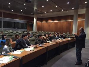 日本と韓国のユースに話すピアルージュさん