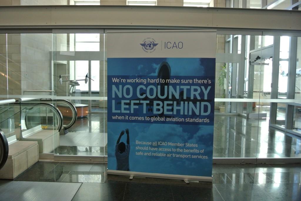 会場となっているICAO国際会議所内にあるメッセージ。SDGsのメッセージ(No one left behind.)をもじって作られたもの。