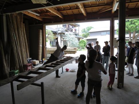 渡良瀬遊水地のヨシをヨシズに加工する工房