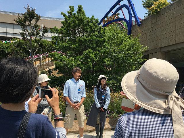 日本最大級の屋上公園パークスガーデン。専属ガーデナーさんと一緒に観察会が開催。