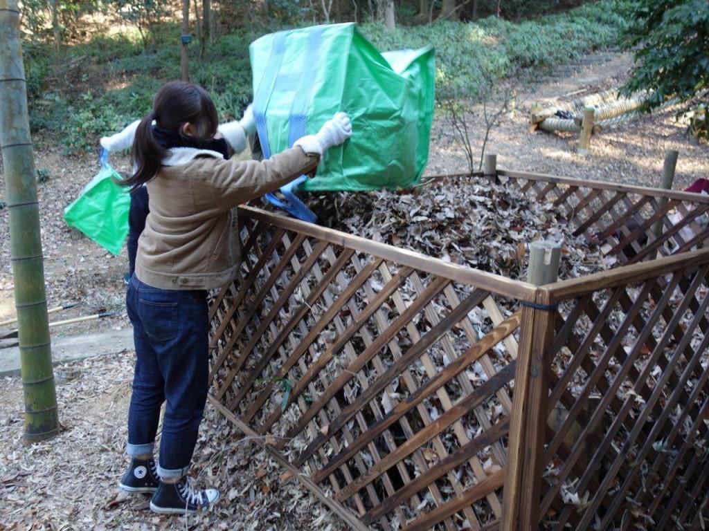 ソニーの森(幸田サイト)の森で集めた落ち葉を溜める落ち葉溜め。