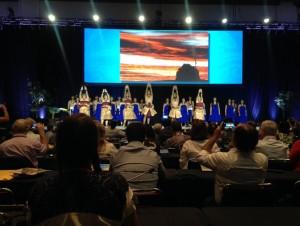 閉会式でも、ハワイの伝統的な踊りと太鼓の演奏が行われました。