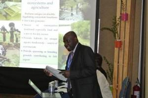 ウガンダのPaulさん。JICAプロジェクトにもなっている2つの湿地管理プロジェクトを紹介していました。